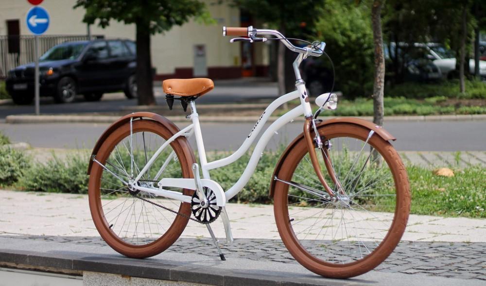 Egyedi Cruiser Női Kerékpár 1 / 3 / 7 sebességes - Fehér - matt barna - Extra matt lakkal