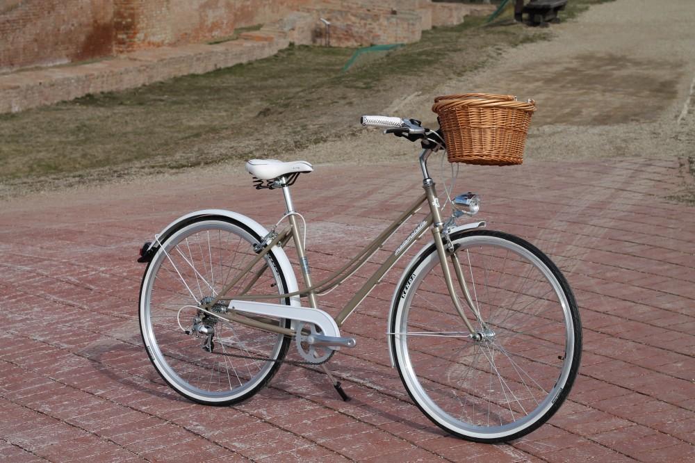 """Mademoiselle női kerékpár 28"""" - 300 féle színben - 7 sebességes - Most ajándék fonott kosárral & defektgátló folyadékkal - Gyöngybézs színben"""